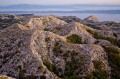 A Biokovo hegység csúcsai, háttérben a Hvar sziget, majd a Peljesec és a Korcula sziget látszódik.