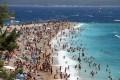 Bol a Brac sziget déli végén fekszik. A város a képen látható Zlatni rat strand miatt annyira népszerű.