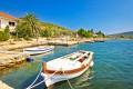 Brbinj Horvátországban a Dugi sziget keleti partján fekvő kis falu.