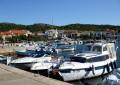 Jezera Horvátországban a Murter sziget délkeleti partján, egy öböl mélyén fekszik.