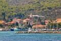 Kukljica Horvátországban az Ugljan sziget nyugati végén helyezkedik el egy kis öbölben. Ha ide készülünk, a csend és a nyugalom, no meg a mediterrán hangulat vár majd ránk.