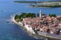 Novigrad Horvátország északi felén, az Isztriai félsziget nyugati partján fekszik. Még ma is várfal veszi körbe a fél várost.
