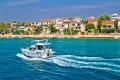 Pasman sziget pontosan a szárazfölddel szemben Zadar és Biograd között fekszik. Egy kevésbé ismert, ámbár csodaszép természeti értékekkel rendelkező helyről van szó.