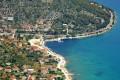 Poljica Horvátországban Trogir és Marina között fekszik a szárazföldön.