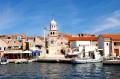 Prvic sziget Horvátországban Vodice előtt fekszik.