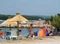 Punat a Krk sziget közepén fekszik. Elsősorban az itt található kikötő és a helyi strandok miatt népszerű.