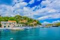 Rogac Horvátországban a Solta sziget északi partján fekszik. Ide futnak be a Splitből induló autós kompok.