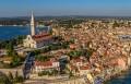 Rovinj óvárosa egy kis félszigeten terül el.