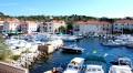 Sali Horvátországban a Dugi sziget keleti oldalán fekszik. Ide futnak be a Zadarból induló autós kompok.