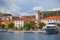 Skradin Horvátországban a Krka vízesés bejáratánál fekszik. Innen indulnak hajót kirándulások a Nemzeti Park területére.