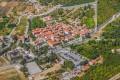 Ston Horvátországban a Peljesac félsziget bejáratánál fekszik. Különlegessége ez a hatalmas várfal-komplexum.