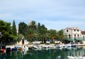 Sucuraj Horvátországban a Hvar sziget keleti végén fekszik. Innen tudunk átkompozni Drvenikre.