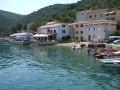Valun Horvátországban a Cres sziget közepén egy öböl mélyén fekszik. Nagyon apró településről van szó, ahol tényleg csak ez az étterem és néhány vendégház található.