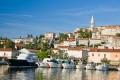 Egy igazán különös település Vrsar Horvátország északi szegletében, hiszen az óváros nem a tengerparton hanem egy domb tetején kezdett el kialakulni.