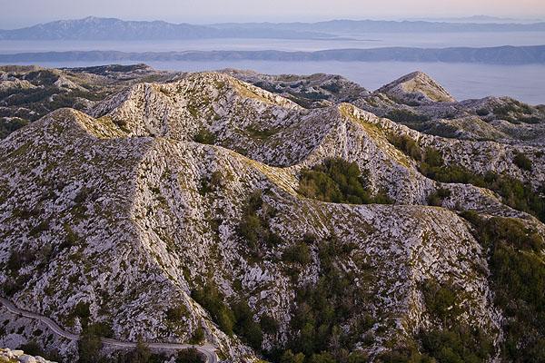 A Biokovó hegyről tisztán látható a tenger