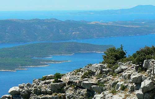 Brac egyik nevezetessége a Vidova gora, ahonnan az egész Dalmát szigetvilágot látni lehet.