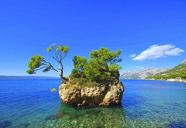 Brela strandja valóban az egyik legszebb és legismertebb tengerpart Horvátországban.