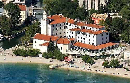 Ő a Hotel Kastel. Innen indul Crikvenica történelme