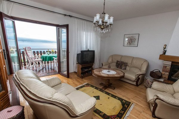 A Makro apartman Crikvenica domboldalában található
