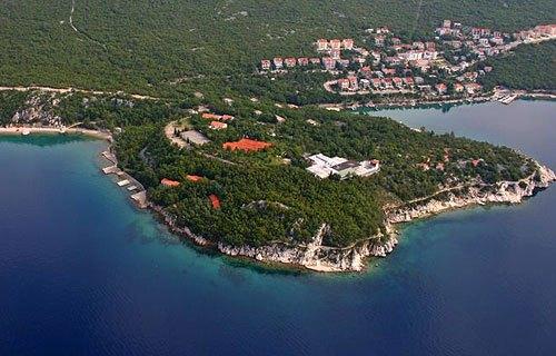 Dramalj Horvátország északi felén fekszik a szárazföldön