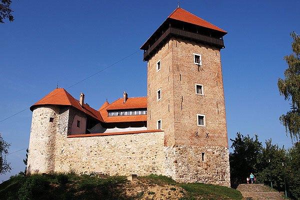 Karlovac látnivalói közül a Dubovaci várat is érdemes megnézni