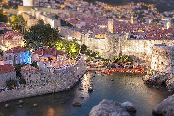 Kifejezetten drága, de annál szebb panorámával rendelkező étterem Dubrovnikban a Nautika