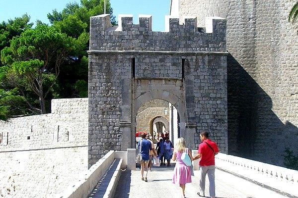A Ploce kapu az északi főbejárat volt.