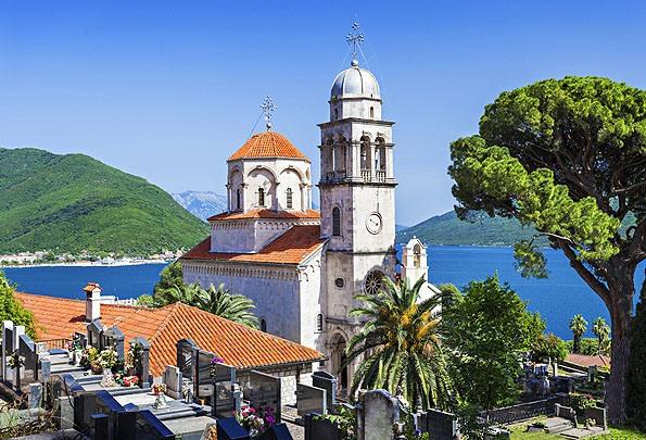 Herceg Noviban a Savina kolostor az egyik legjobb fotótéma