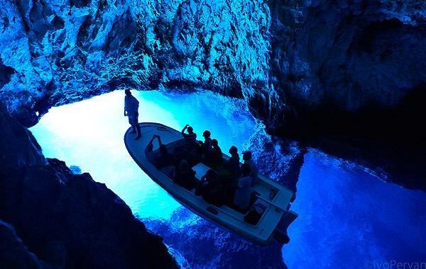 Bisevo Kék barlangjáról híres