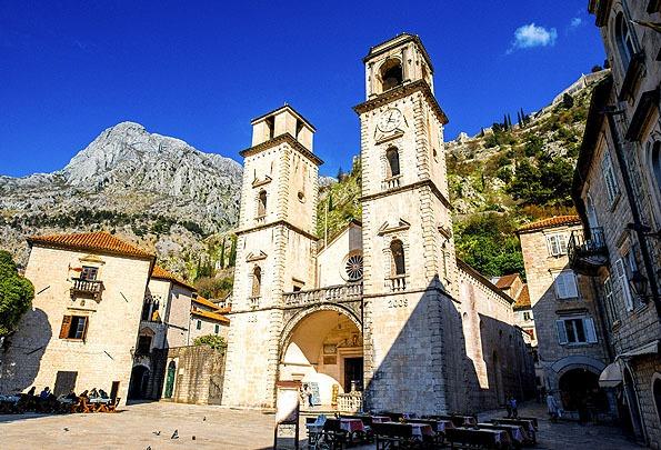 Kotor óvárosának északi szegletében található a Szent Tripun katedrális.