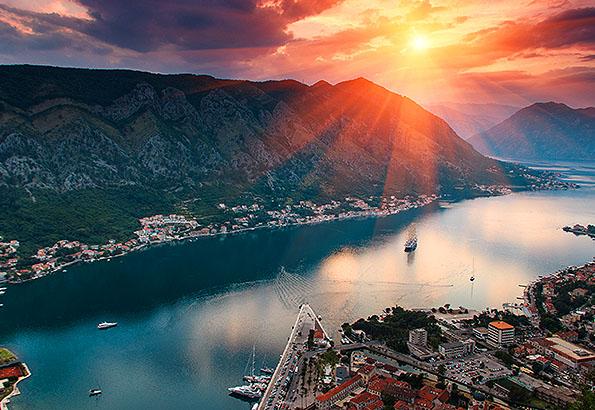 Csodaszép látnivaló Kotor naplementében.