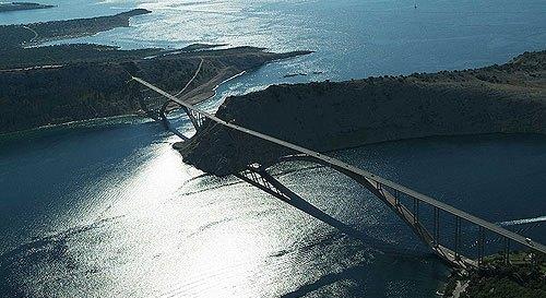 A Krk híd. 30 kuna az áthajtási díj
