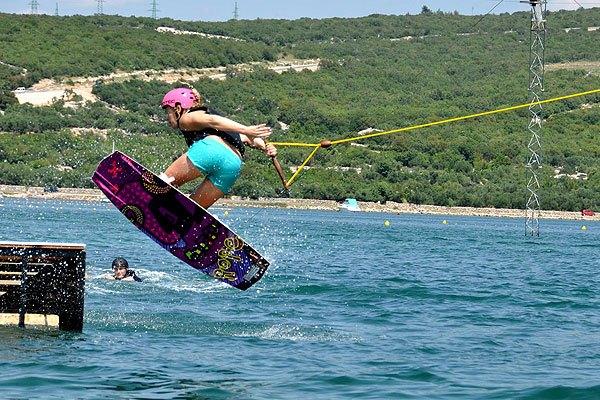 Egészen kezdő szinttől van wakeboard-olásra lehetőség Punatnál