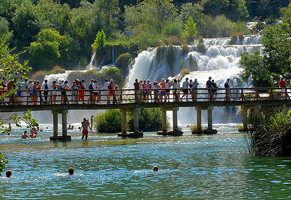 A Krka vízesésben fürödni is lehet