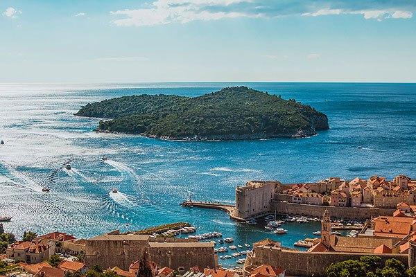Alig tíz perces hajóúttal elérhető Dubrovnik kikötőjéből a Lokrum sziget.