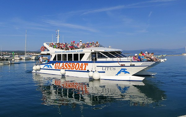 Malinska kikötőjéből indul a Glassboat. Ezzel a tenger élővilágát is felfedezhetjük.