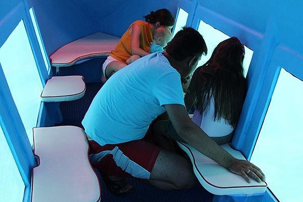 Gyerekkel a búvárhajót is érdemes kipróbálni