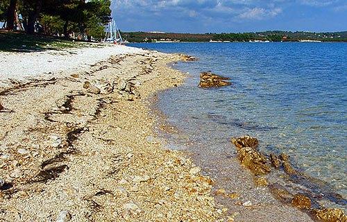 Pomer városnál lévő tengerpart