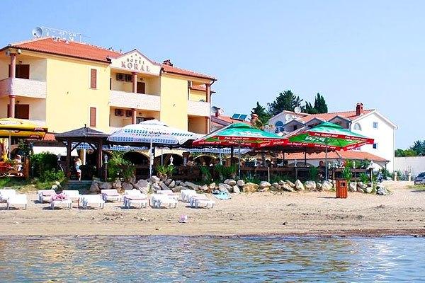 Kifejezetten tengerpart közeli hotel a Koral