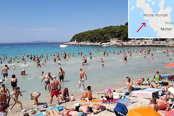 Murter homokos strandja, Murter városnál található. Neve: Slanica