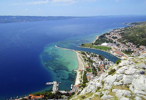 Omis strandjára szép kilátás nyílik az erődből