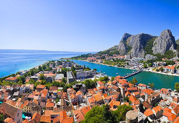 Omis Horvátország egy kedves falucskája.