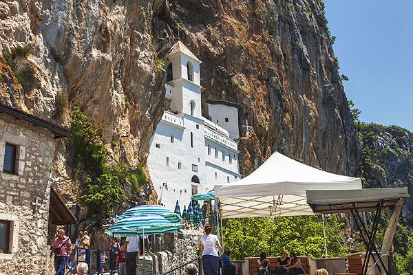 Népszerű zarándokhely az Ostrog kolostor