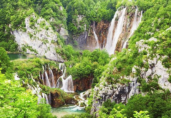 Monumentális látnivaló a Plitvicei tavak végén a Nagy vízesés