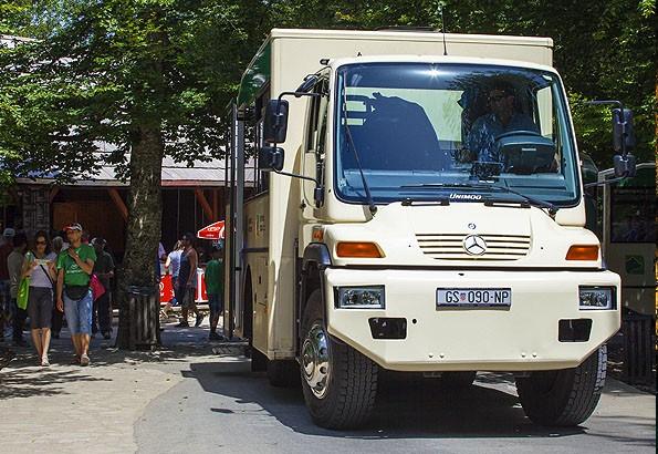 Ezzel a kisbusszal közlekedhetünk a Plitvicei tavaknál