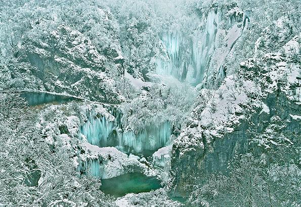 Mesebeli látvány a Plitvicei tavak télen