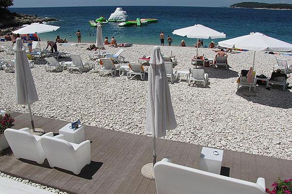 Az Ambrela a legnépszerűbb strand Pulán