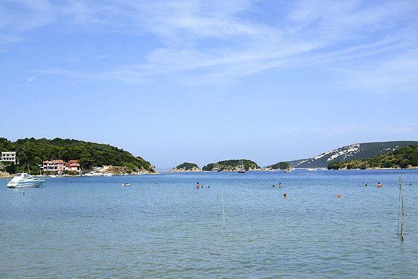 Homokos partot találunk Supetarska Dragan is a Rab szigeten