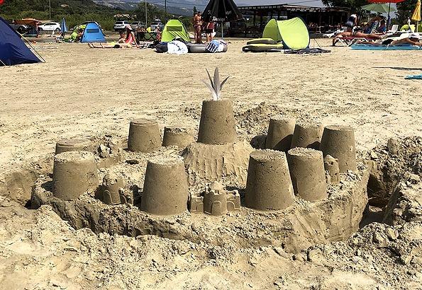 Akár homokvárat is építhetünk Kamporon (P: Elīna Poste)