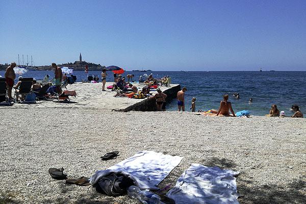 Horvátország strandjai északon kavicsosak.